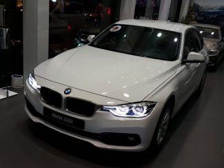 BMW-320i-01