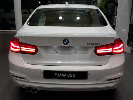 BMW-320i-02