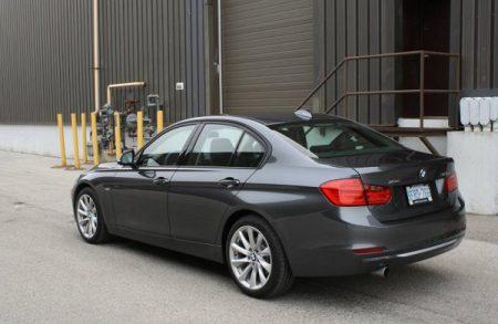 BMW-320i-04