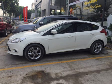 Cho-thue-xe-4-cho-Ford-Focus-00