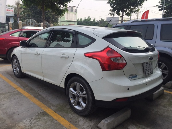 Cho-thue-xe-4-cho-Ford-Focus-02