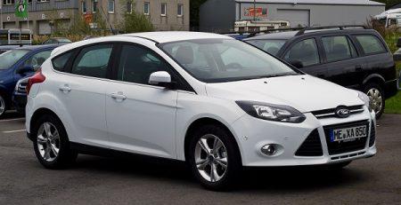Cho-thue-xe-4-cho-Ford-Focus-03