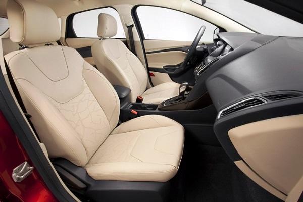 Cho-thue-xe-4-cho-Ford-Focus-05