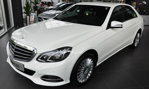 Mercedes-Benz-E200-1