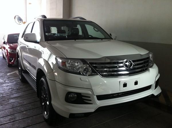 Toyota-Fortuner-01