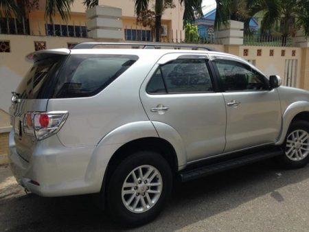 Toyota-Fortuner-04