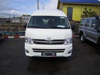 Toyota-Hiace-01