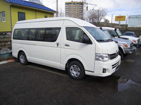 Toyota-Hiace-02
